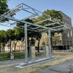 Sculpture Tanke 24/7 by Toni Schmale at Vienna's Gürtel. Photo by Philipp Brunner, 8.7. 2021