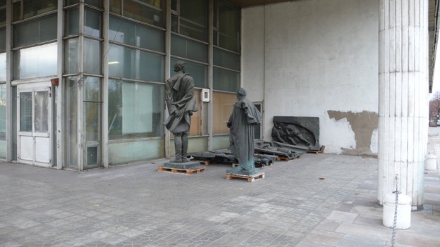 Picture of abandoned sculptures taken around the corner from Tretyakov gallery entrance, Moscow